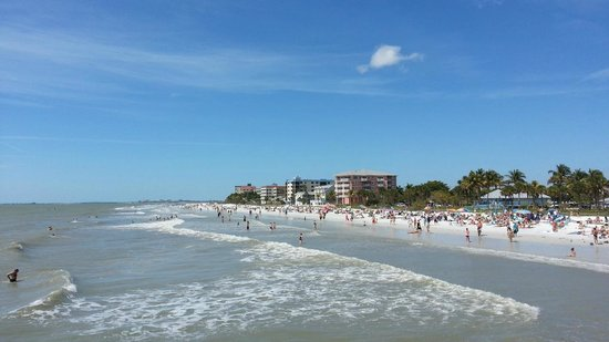 Fort Myers Beach: Looking north from the pier