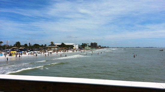 Fort Myers Beach: Looking south from the pier