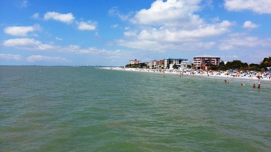 Fort Myers Beach: Another view north from the pier