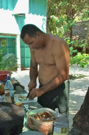 Cayequest Private Tours : Chef Mark making our lunch. ANd he is good at what he does!