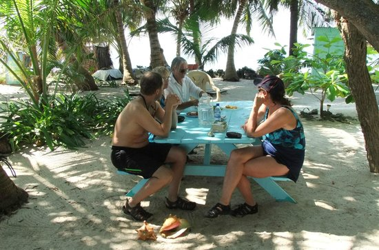 Cayequest Private Tours : comoraderie and relaxing before lunch