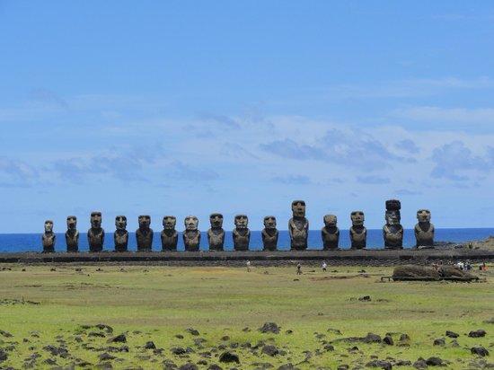 Rapa Nui National Park : panoramica Moais sitio Ahu Tongariki