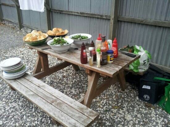 Around the World Backpackers: BBQ night every thursday
