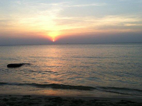 Lien Hiep Thanh Resort: 夕方はゲスト一同であまりに美しいサンセットにため息をつきました。