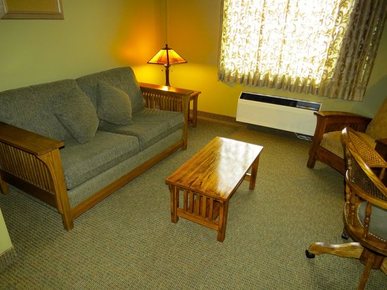 Best Western Plus Sunset Suites-Riverwalk: Couch