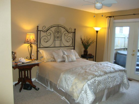 Bartee Meadow Bed and Breakfast: Woodland Suite room one