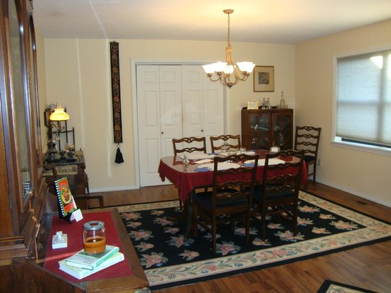 Bartee Meadow Bed and Breakfast: Dinning area while in Woodland Suite