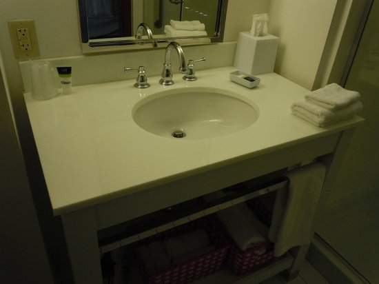 Four Points by Sheraton Ontario-Rancho Cucamonga: Bathroom