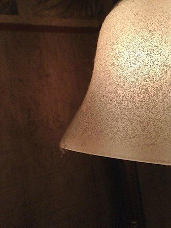 Parkway International Resort: Staub Badlampe über dem Waschtisch