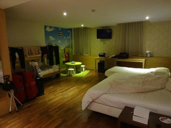 HF Fenix Urban: Quarto do hotel para família
