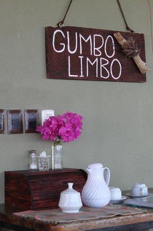 Gumbo Limbo Villas: reception area