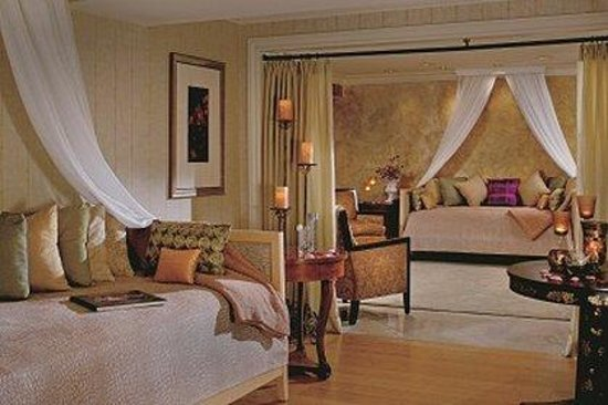 The Ritz-Carlton, New Orleans: Ladies Relaxation Lounge