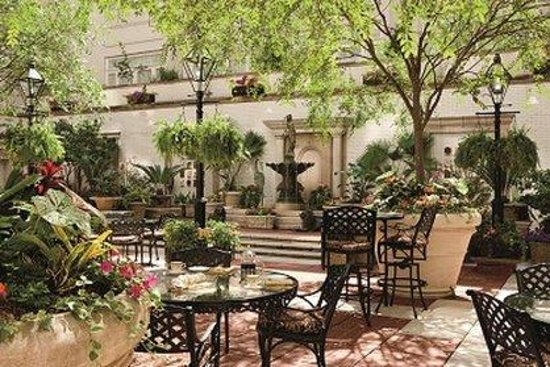 The Ritz-Carlton, New Orleans: Courtyard