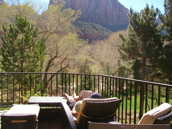 Cliffrose Lodge & Gardens: View from our porch