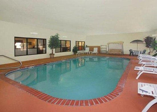 Comfort Suites Jefferson City: Pool