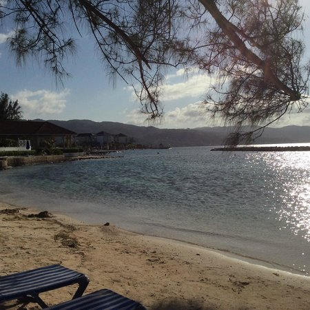 Sunscape Splash Montego Bay : Walking the beach