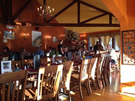 Trattoria 903: Dining area