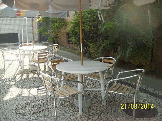 Entremares Hotel: Calçada de entrada no Hotel