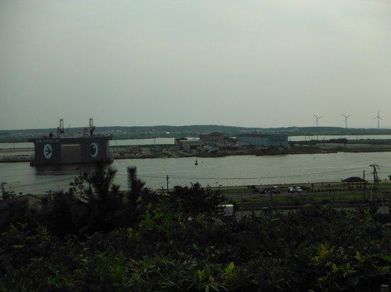 Hiyoriyama Park : 日和山公園(展望・風力発電所方面)