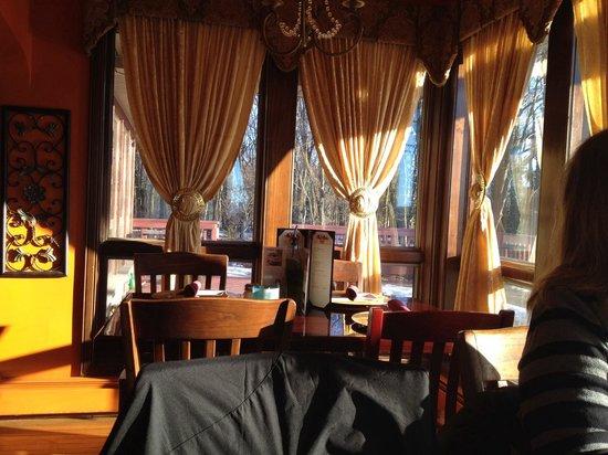 Trattoria 903: Small alcove next to windows