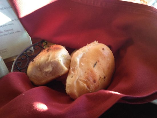 Trattoria 903: Fresh baked rolls and butter