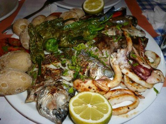 Cofradia de Pescadores de Puerto de las Nieves: Parrillada de pescado (28 euros)