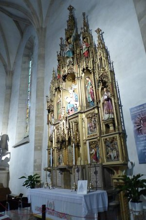 St. Martin's Cathedral (Dom svateho Martina): Golden Gothic Style altar