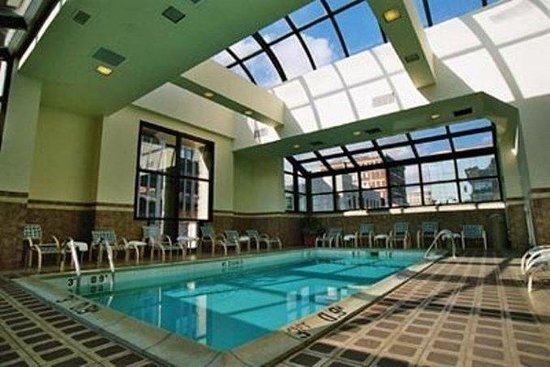 Holiday Inn Bridgeport: Swimming Pool