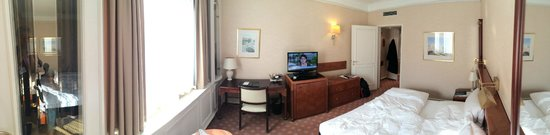 Kempinski Hotel Bristol: Bedroom