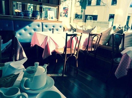 Kempinski Hotel Bristol: Breakfast room