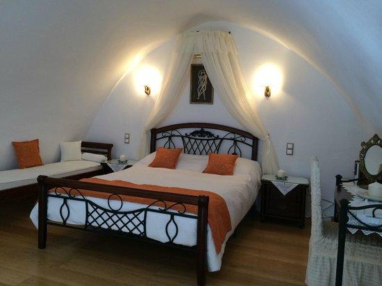 Santorini Mansion at Imerovigli: Our bedroom