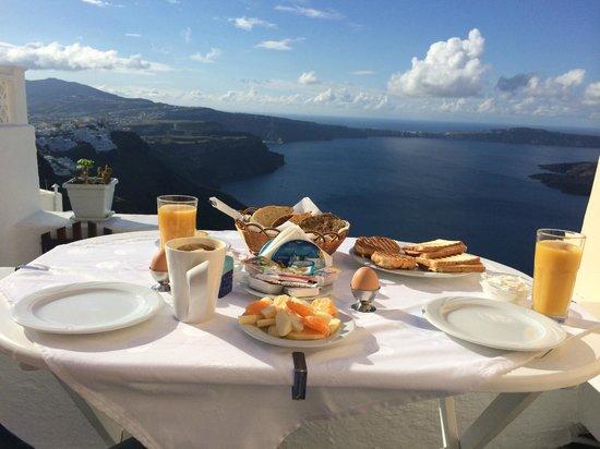 Santorini Mansion at Imerovigli: Yummy breakfast