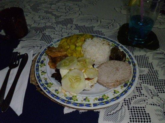 Tanu Beach Fales: Traditional samoan food
