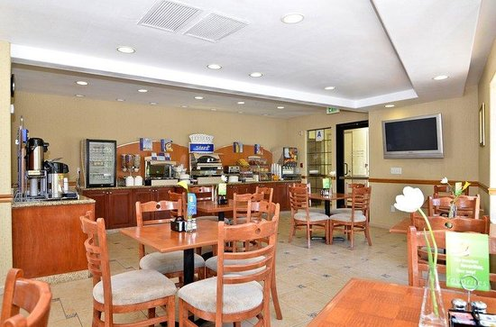 Holiday Inn Express Mira Mesa: Breakfast Area