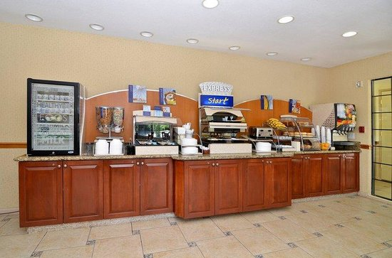 Holiday Inn Express Mira Mesa: Breakfast Bar