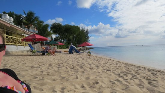 Tropical Sunset Beach Apartment Hotel: View from beach