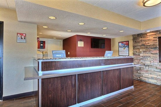 Red Roof Inn Detroit Plymouth : Front Desk