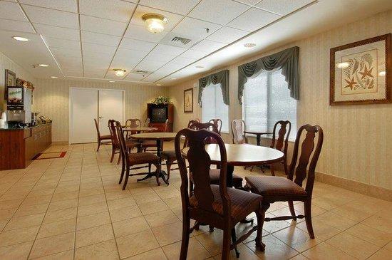 Red Roof Inn Roanoke - Troutville: Breakfast Area