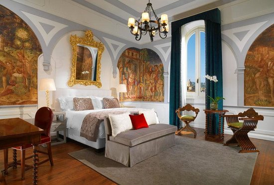 The St. Regis Florence: Premium Deluxe Arno River View Guestroom
