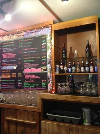 Raging Creek Pub & Eatery: Menu and drinks