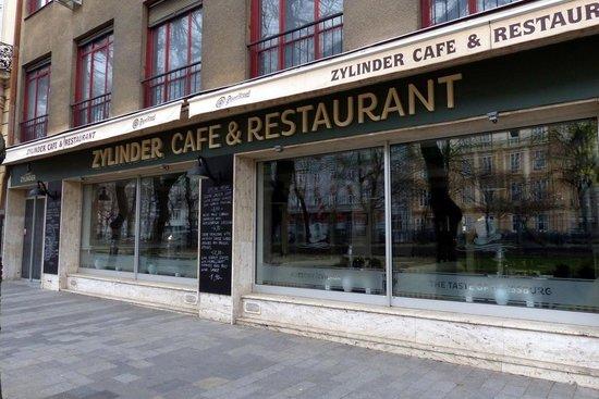 Hviezdoslavovo Namestie - restaurants