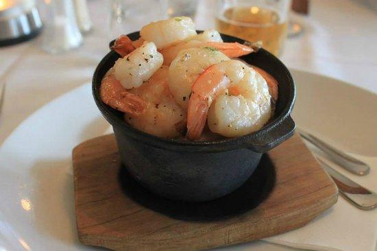 Capones Licensed Restaurant: Capone's Garlic Sizzling Prawns (My Favourite)