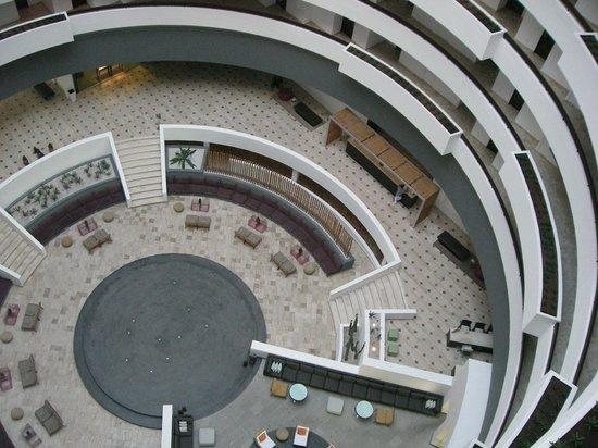 Krystal Grand Punta Cancun: Vista del lobby desde las alturas