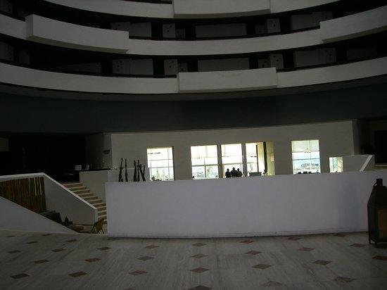 Krystal Grand Punta Cancun: Alrededores del Lobby