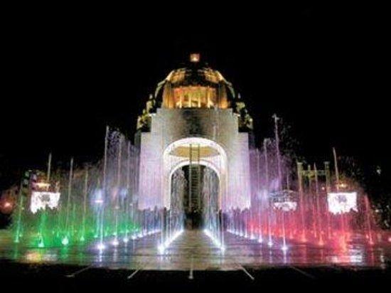 Hotel Casa Blanca Mexico City: Monumento Fuente