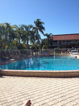 Sanibel Arms Condominiums: I was sitting on the new chairs soaking the sun....while it was snowing at home!!