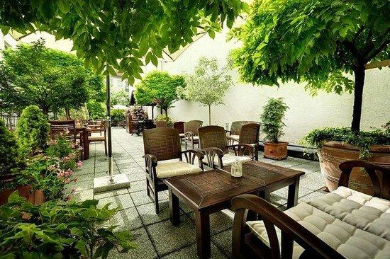 Marrol's Boutique Hotel Bratislava: Summer Terrace