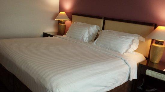 Furama RiverFront: bedroom deluxe