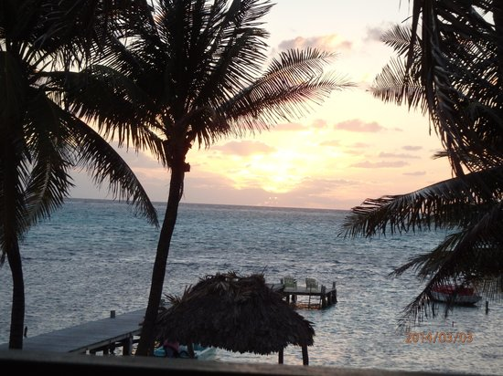 Caye Casa : Sunrise view from our balcony