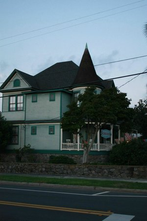 Pensacola Victorian Bed and Breakfast: Looking at the house from the north east
